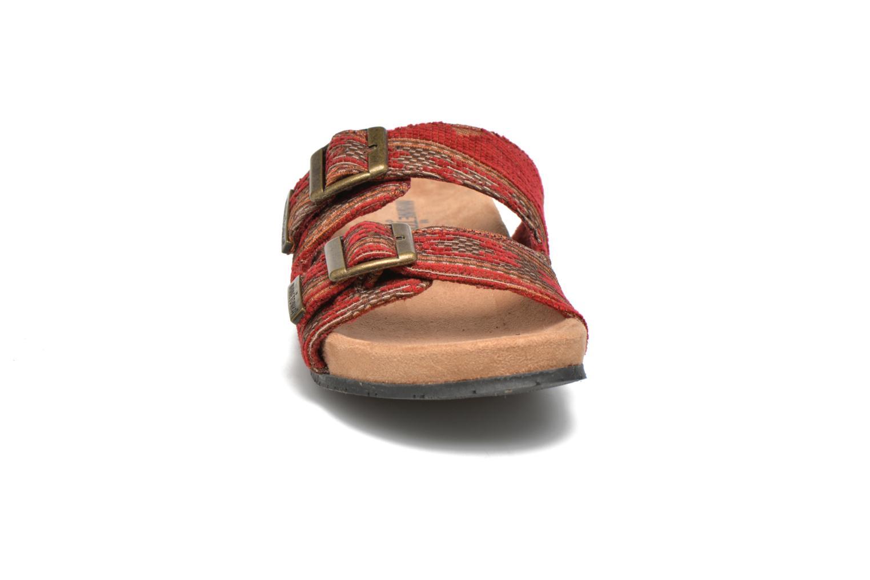 Mules et sabots Minnetonka Gipsy Sandal Rouge vue portées chaussures