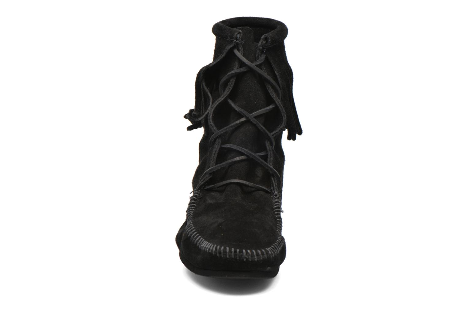 Ankle boots Minnetonka Tramper Bt H Black model view
