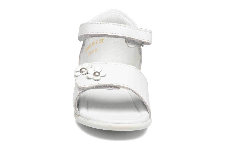 Sandales et nu-pieds Mod8 Grama Blanc vue portées chaussures