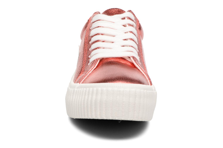 Sneakers Coolway Cherry Rosso modello indossato
