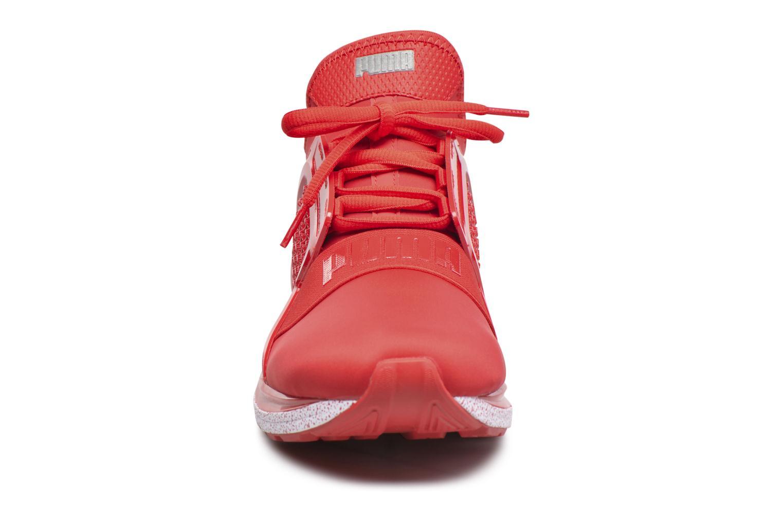 Baskets Puma Ignite Limitless Snow Splatter Rouge vue portées chaussures