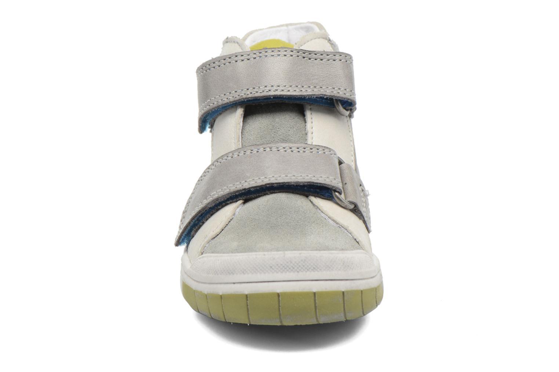 Chaussures à scratch Babybotte Artiboum Gris vue portées chaussures