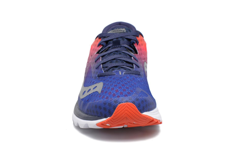 Chaussures de sport Saucony Kinvara 8 Bleu vue portées chaussures