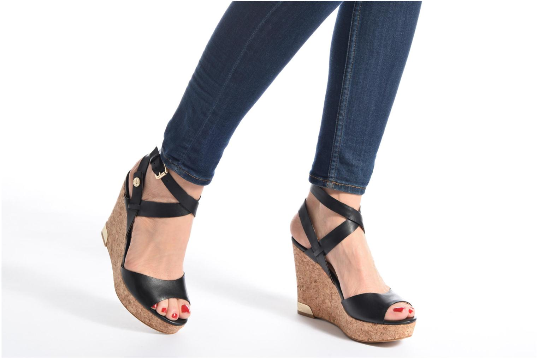 Sandales et nu-pieds Guess HARANA Marron vue bas / vue portée sac