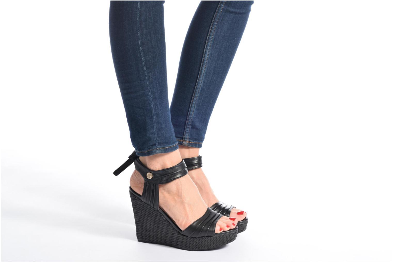 Sandales et nu-pieds Guess HAGEN Noir vue bas / vue portée sac