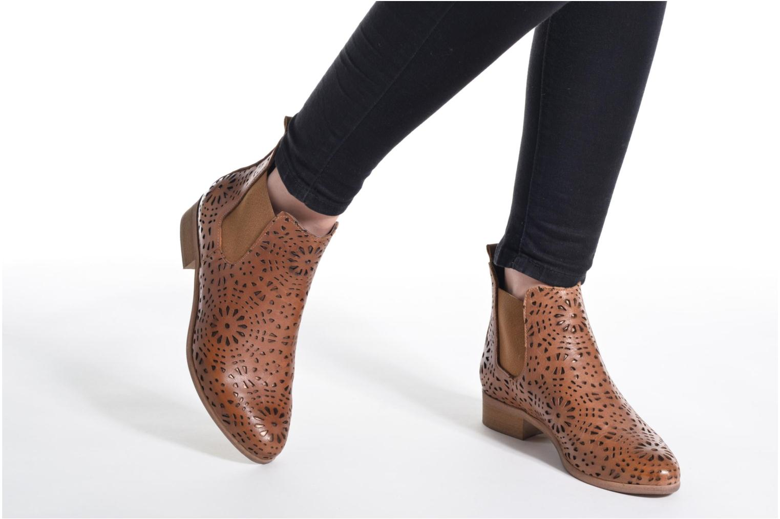 Ankle boots Bunker Zola Brenda Beige view from underneath / model view