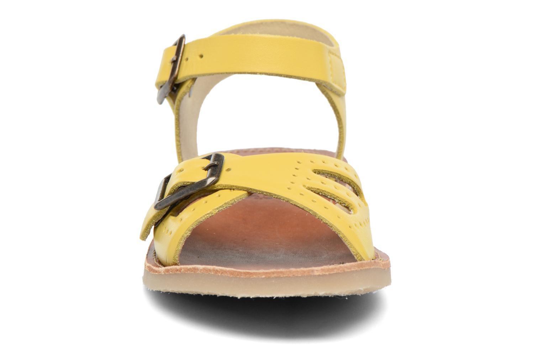 Sandales et nu-pieds Young Soles Pearl Jaune vue portées chaussures