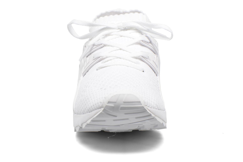 Baskets Asics Gel Kayano Trainer Knit Blanc vue portées chaussures