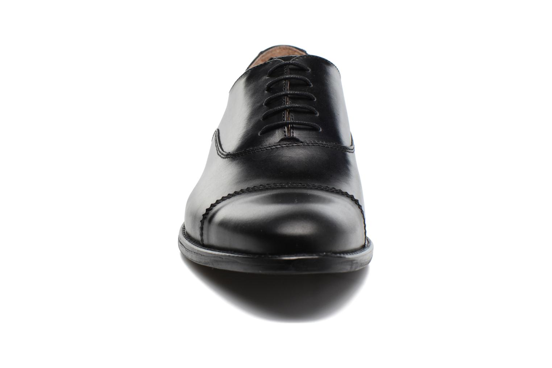 Scarpe con lacci Marvin&Co Richmond Nero modello indossato