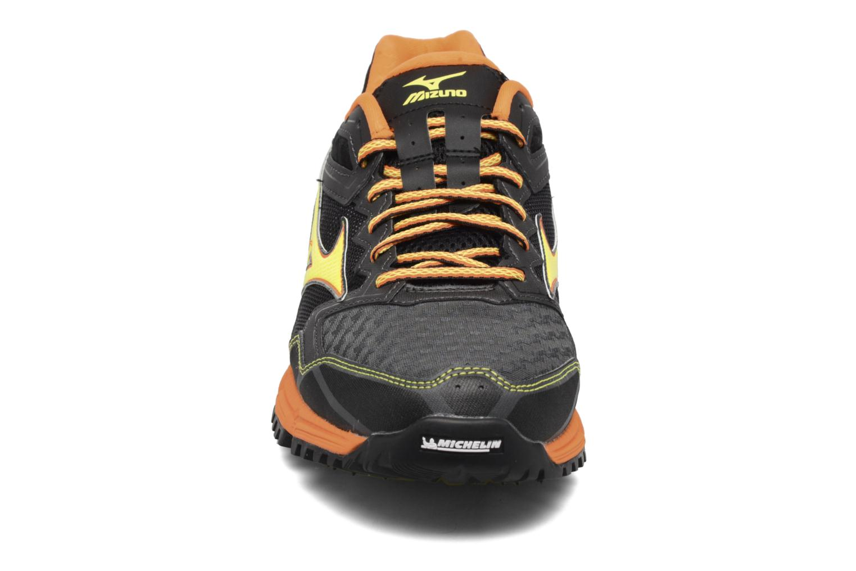 Chaussures de sport Mizuno Wave Daichi 2 Gris vue portées chaussures