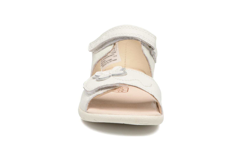 Sandales et nu-pieds Clarks Kiani Sun Fst Blanc vue portées chaussures