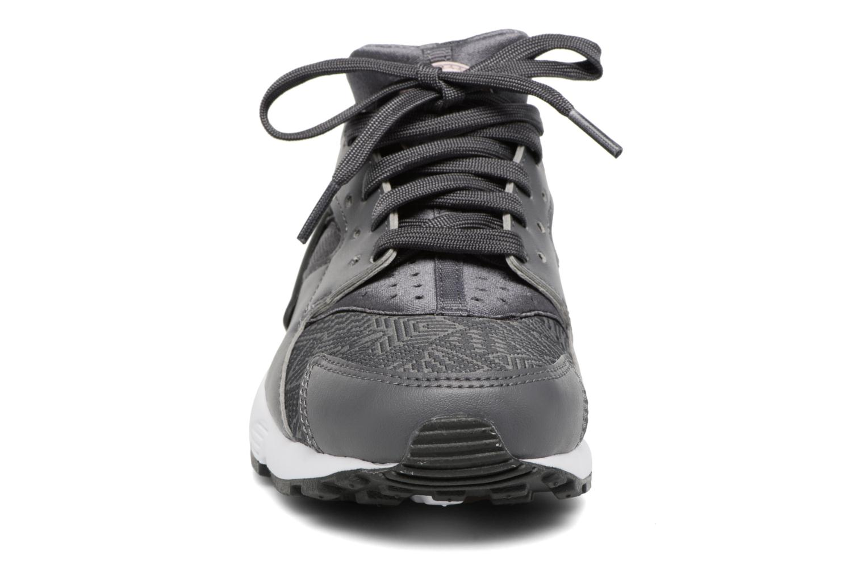 Baskets Nike Nike Huarache Run Se (Gs) Gris vue portées chaussures