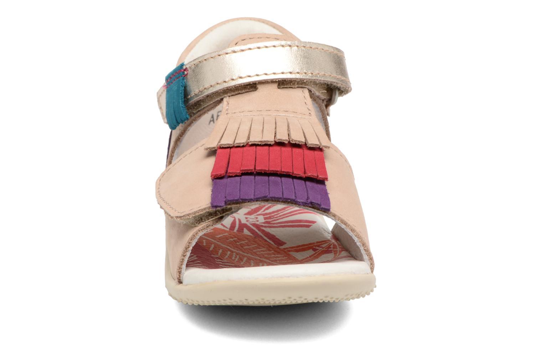 Sandales et nu-pieds Kickers Bihilana Beige vue portées chaussures