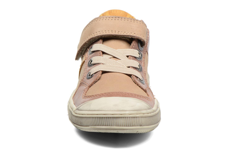 Baskets Kickers Igorlow Beige vue portées chaussures