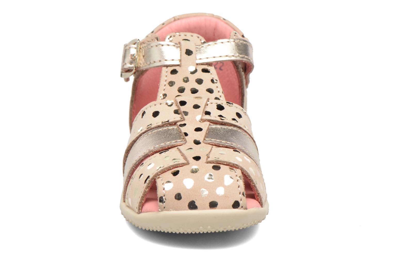 Sandales et nu-pieds Kickers Bodelere Beige vue portées chaussures
