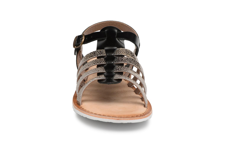 Sandales et nu-pieds Kickers Sparta Noir vue portées chaussures
