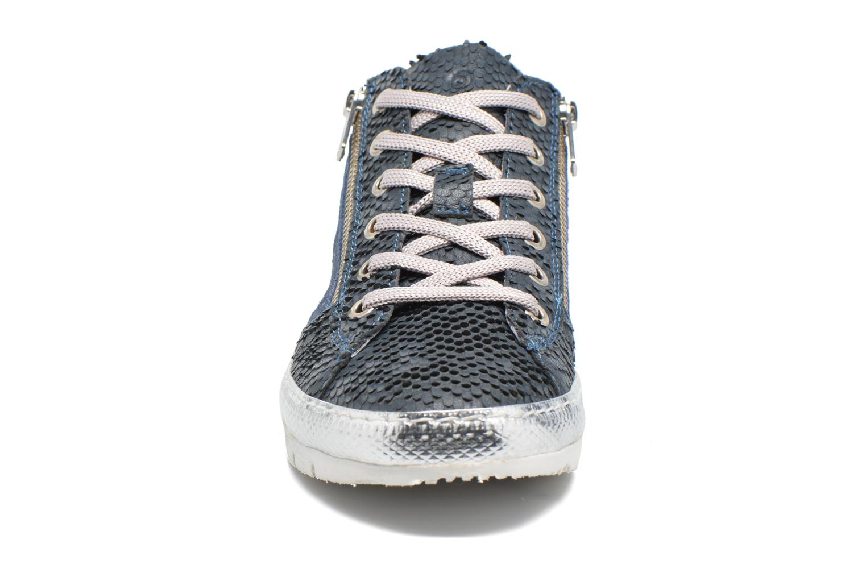 Sneakers Khrio Fiona Azzurro modello indossato