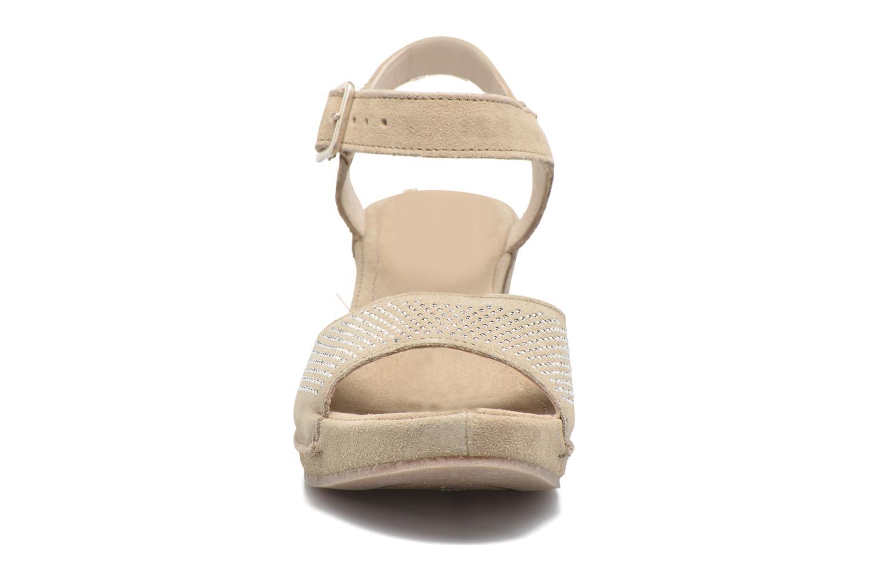 Sandales et nu-pieds Khrio Maddie Beige vue portées chaussures