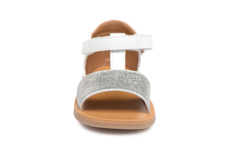 Sandales et nu-pieds Pom d Api Poppy Tao Easy Blanc vue portées chaussures