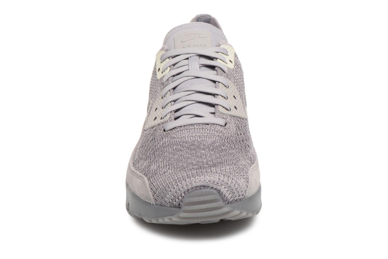 Sneakers Nike Air Max 90 Ultra 2.0 Flyknit Grigio modello indossato