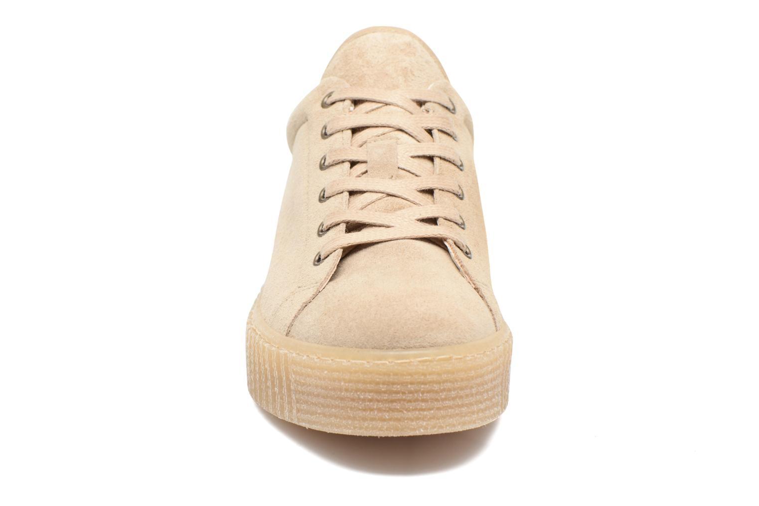 Baskets Mustang shoes Cara Beige vue portées chaussures