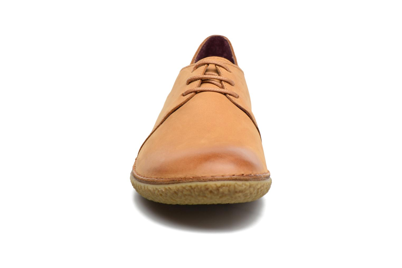 Chaussures à lacets Kickers Holster Marron vue portées chaussures