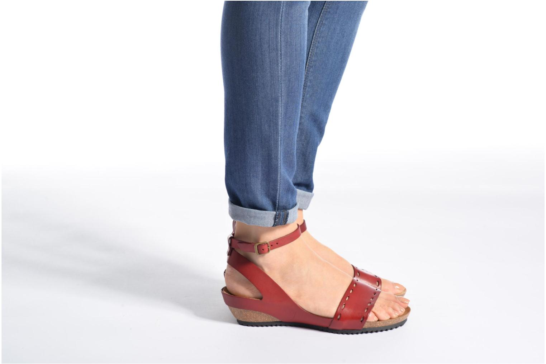 Sandales et nu-pieds Kickers Tokrom Rouge vue bas / vue portée sac
