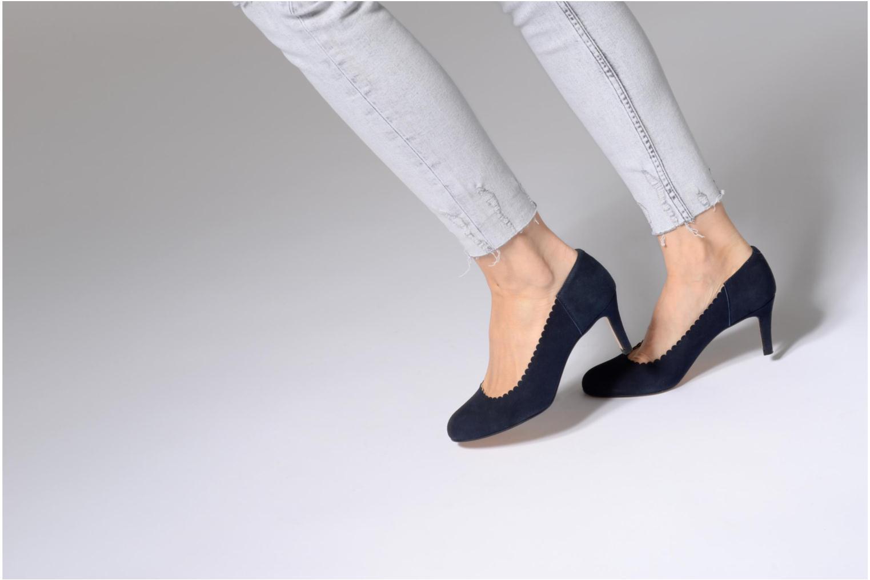 High heels Georgia Rose Saston Blue view from underneath / model view