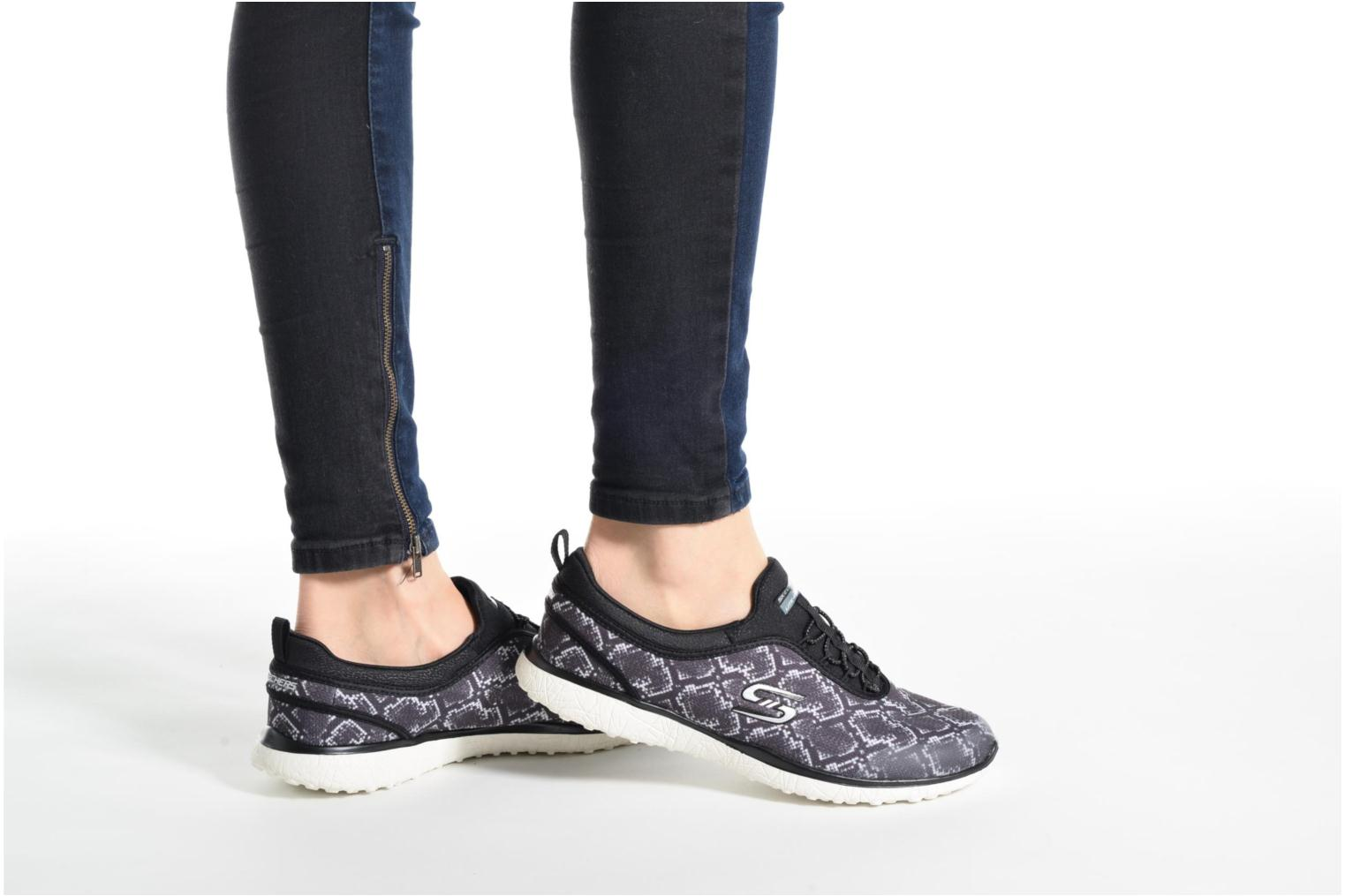 Trainers Skechers Microburst Mamba Black view from underneath / model view