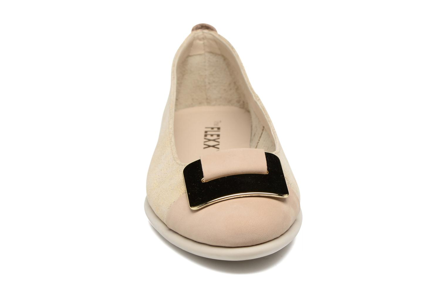 Ballerine The Flexx Rise N Curry Beige modello indossato