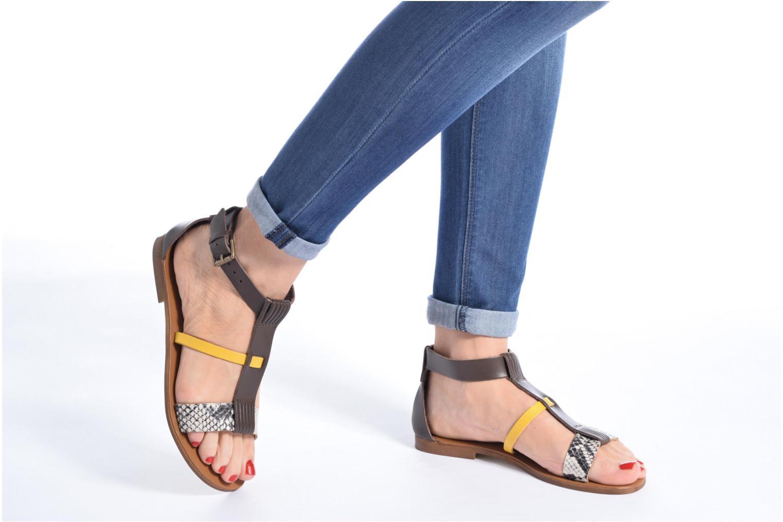 Sandales et nu-pieds Georgia Rose Dolion Marron vue bas / vue portée sac