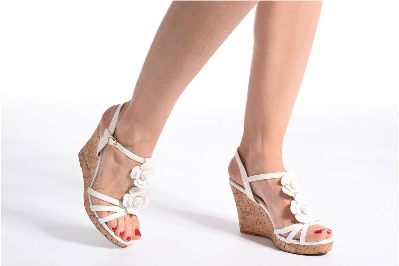 Sandales et nu-pieds Molly Bracken Nana Blanc vue bas / vue portée sac