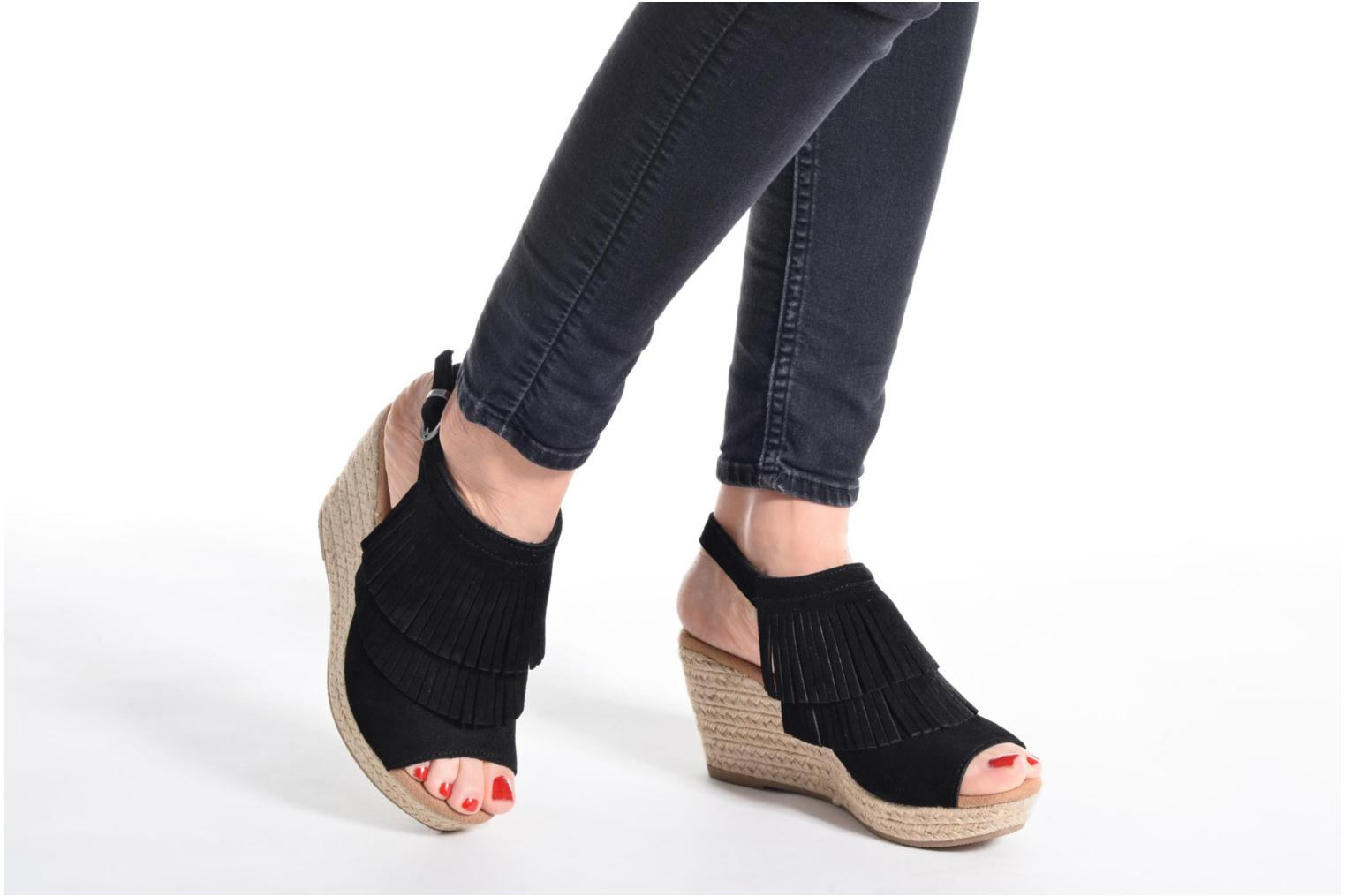 Sandalias Minnetonka Ashley Negro vista de abajo