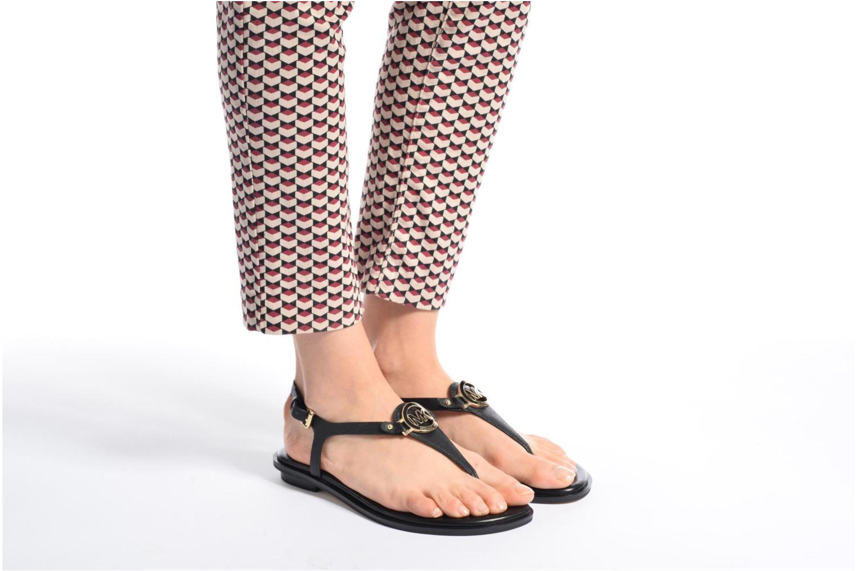 Sandales et nu-pieds Michael Michael Kors Lee Thong Noir vue bas / vue portée sac