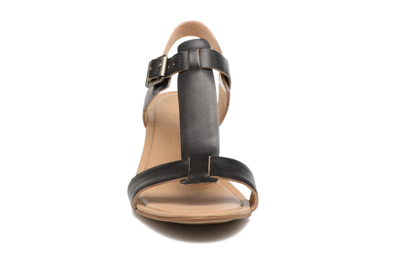 Sandalen Timberland Sibbern T-Strap Sandal schwarz schuhe getragen