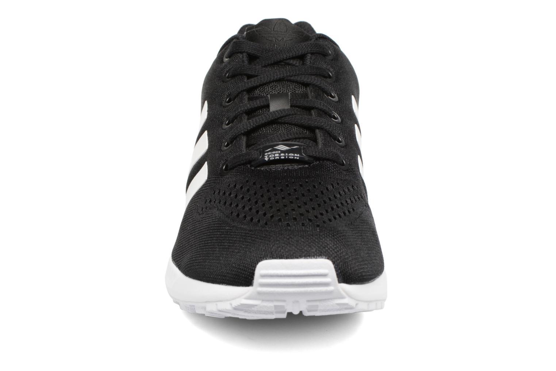 Baskets Adidas Originals Zx Flux Em Noir vue portées chaussures