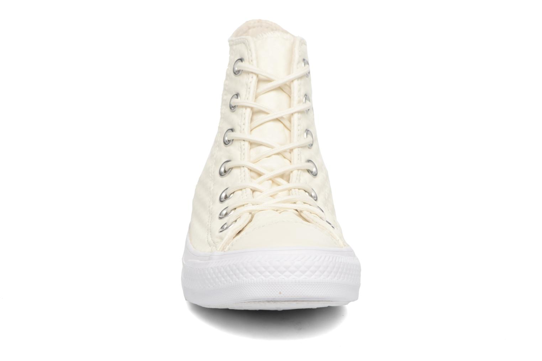 Sneakers Converse Chuck Taylor All Star Craft Leather Hi Bianco modello indossato