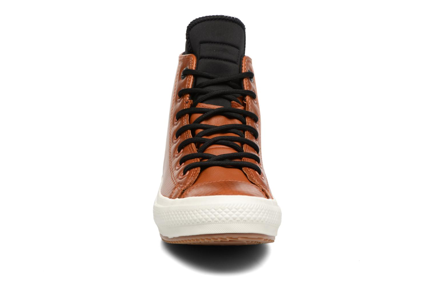 Baskets Converse Chuck Taylor All Star II Boot  Hi W Marron vue portées chaussures