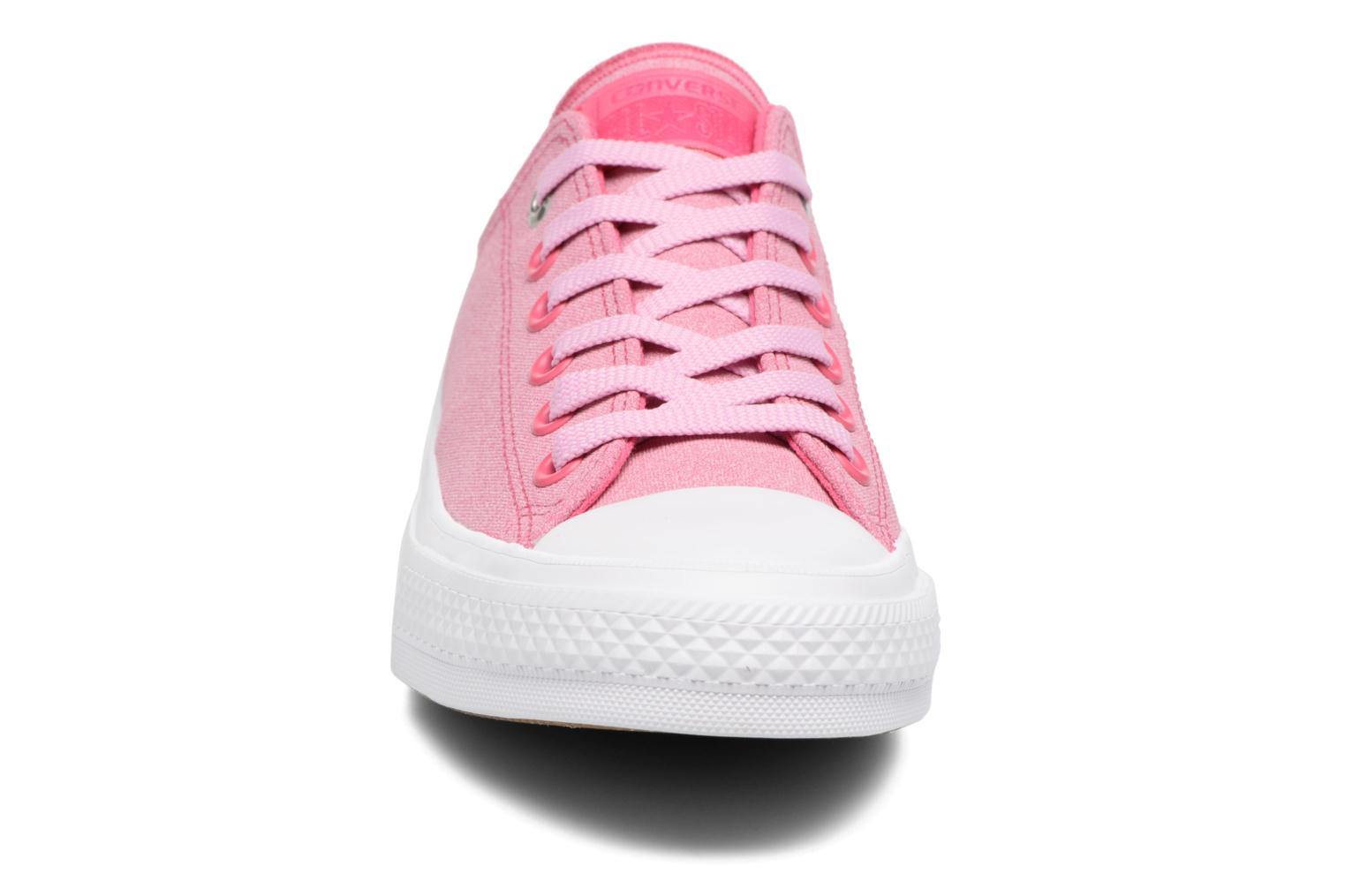 Baskets Converse Chuck II Two-Tone Leather Ox W Rose vue portées chaussures