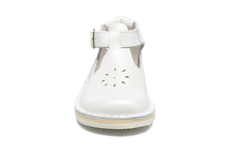 Ballerines GBB Knipie Blanc vue portées chaussures