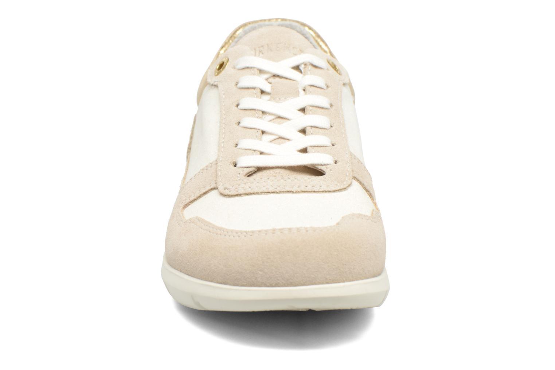 Sneakers Birkenstock Cincinnati Beige modello indossato