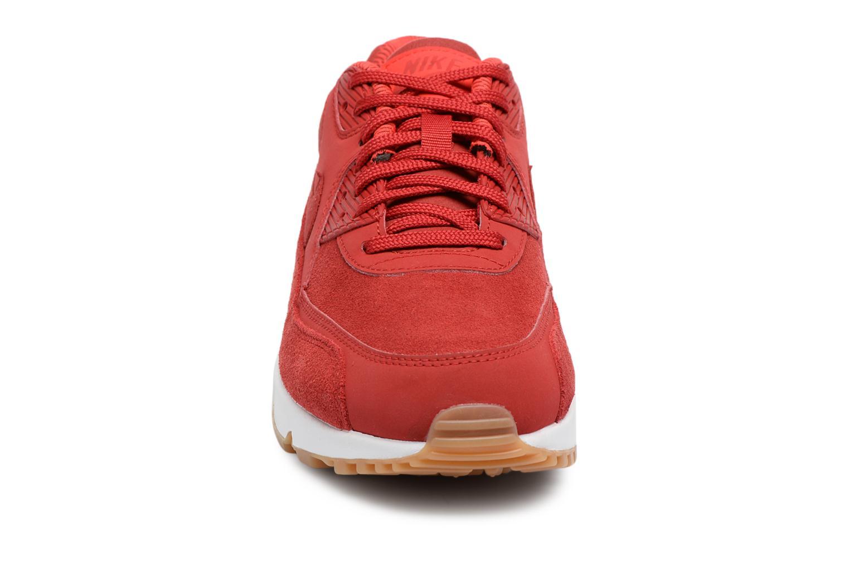 Baskets Nike Wmns Air Max 90 Se Rouge vue portées chaussures
