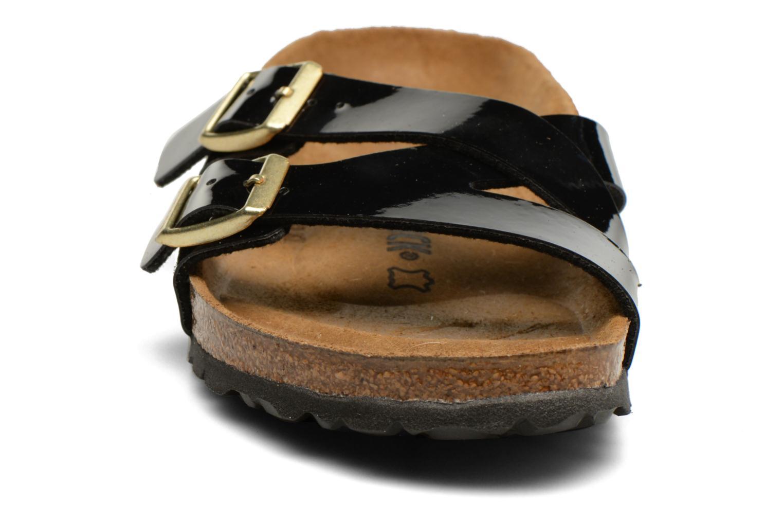 Sandales et nu-pieds Birkenstock Yao Balance Noir vue portées chaussures