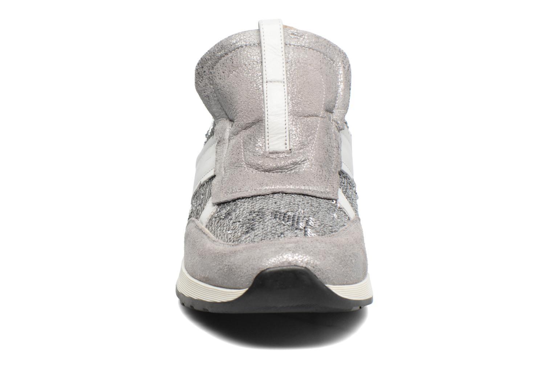 Sneakers Elizabeth Stuart Galia 984 Argento modello indossato