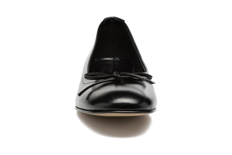 Ballerines Elizabeth Stuart Wilo 304 Noir vue portées chaussures