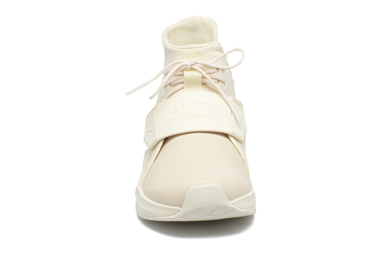 Baskets Puma FENTY TRAINER WN Blanc vue portées chaussures