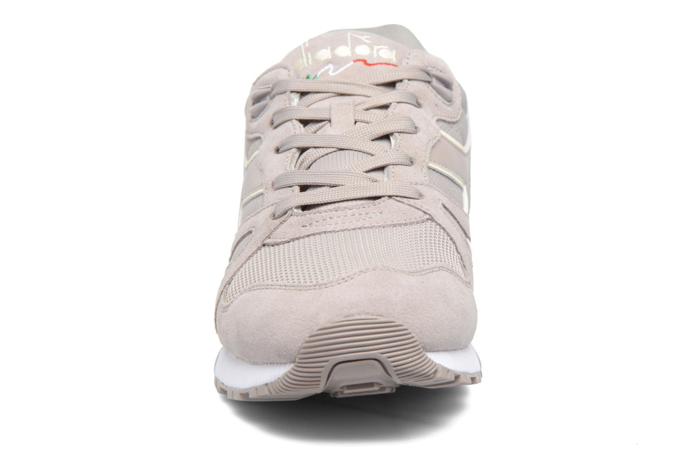 Baskets Diadora N9000 III Gris vue portées chaussures