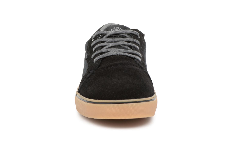 Sneakers Element Wasso Nero modello indossato