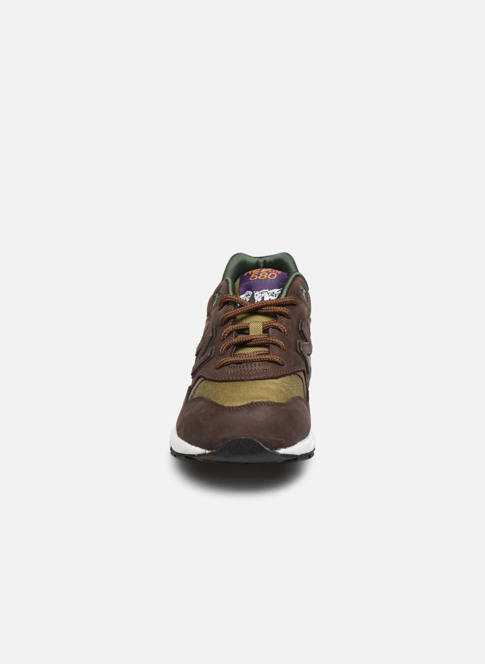 Baskets New Balance MRT580 D Q2 Marron vue portées chaussures
