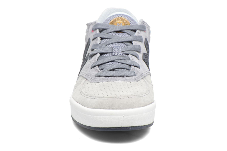 Baskets New Balance CRT300 Gris vue portées chaussures